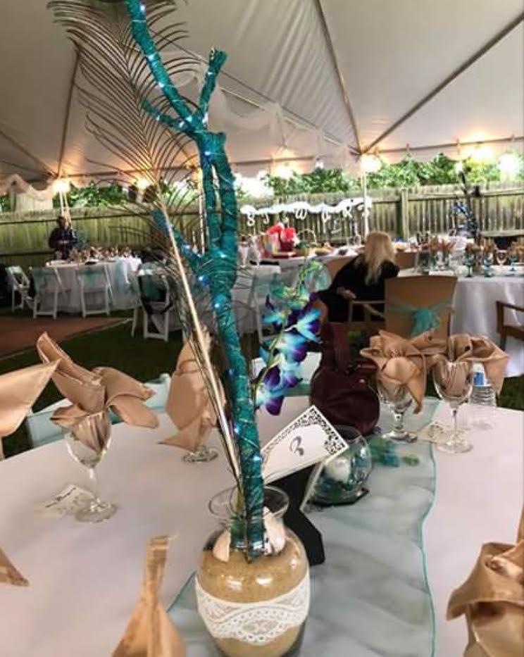 peacock themed wedding © HollyDayz