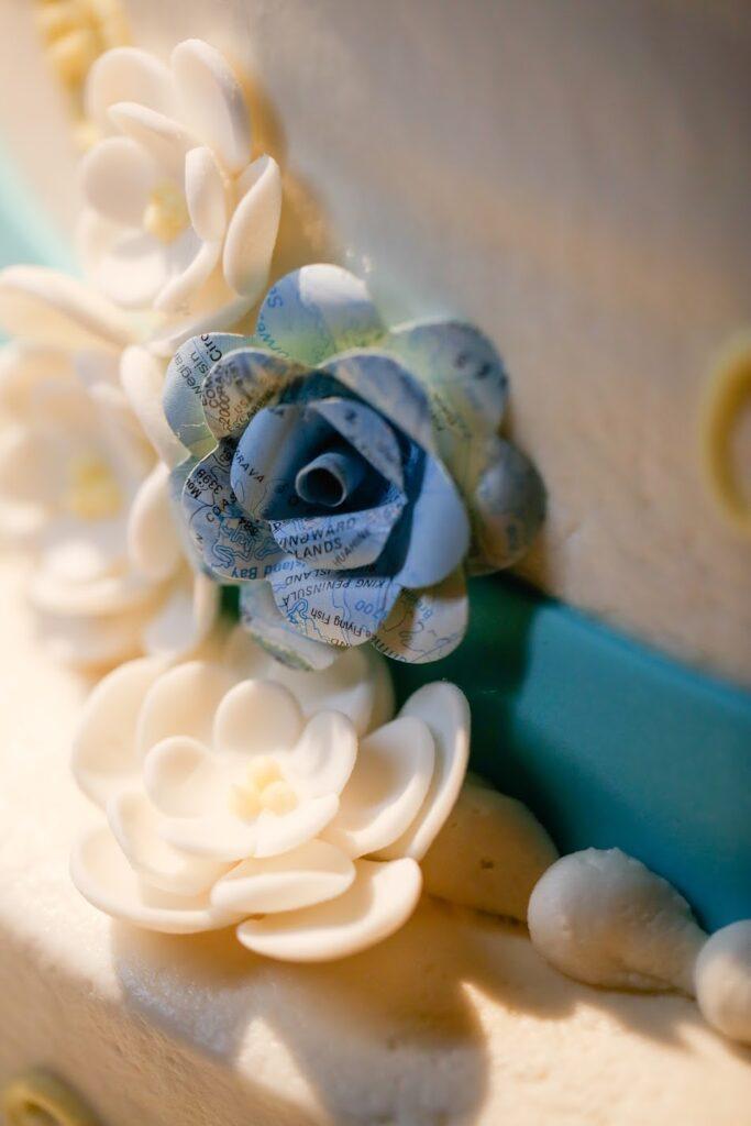 travel themed hometown wedding © HollyDayz