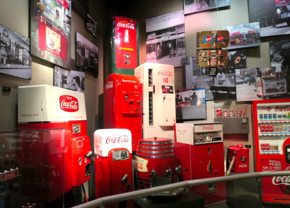 INSIDE THE WORLD OF COCA-COLA © hollydayz