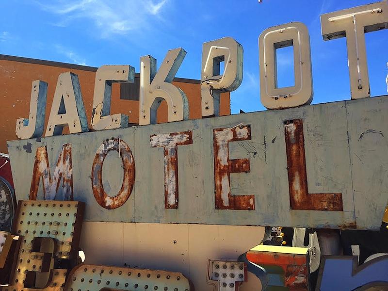 Neon Boneyard Tour in las Vegas ©hollydayz