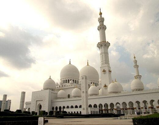 visiting the sheikh zayed grand mosque © hollydayz