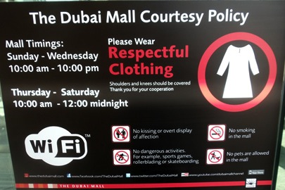 what to wear in dubai and abu dhabi © hollydayz